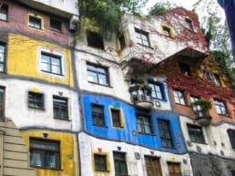 Hundertwasserhaus er modigt arkitektur - Wien, Østrig