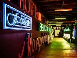 Neon Museum med retro skilte – Warszawa, Polen