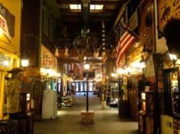 Turistfælde med gøgl i Wall Drug Store – Wall, USA