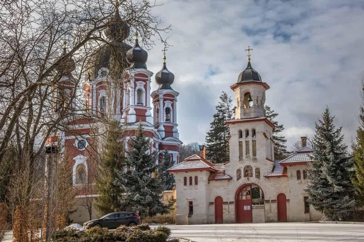 Klostre og kirker omgivet af smuk natur - Moldova