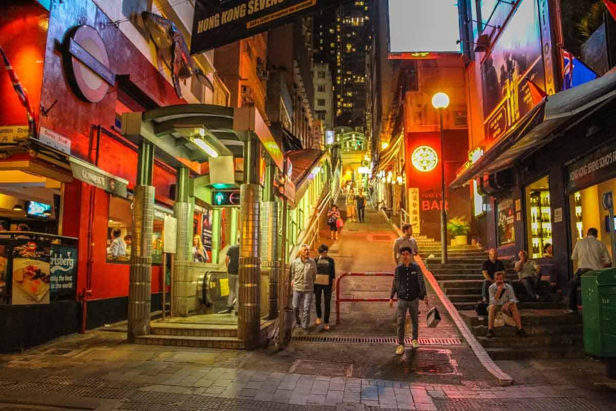 Hillside Escalator som fragter dig op ad bjerget - Hong Kong