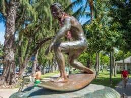 Surfing er den del af kulturen på Hawaii
